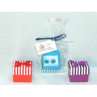 Pendientes margarita en caja + bolsa + tarjeta personalizada