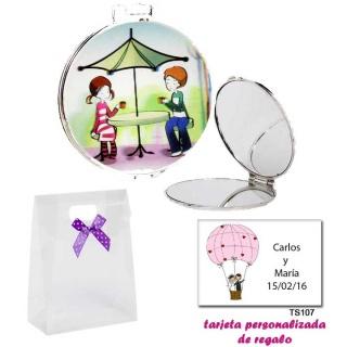 Espejo con sombrilla y niños, con caja de acetato con lazo morado de lunares y tarjeta personalizada