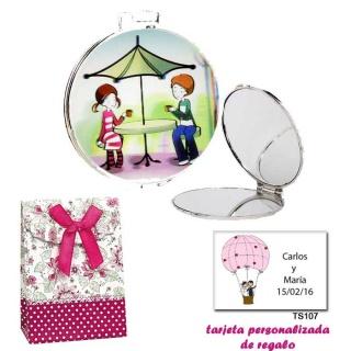 Espejo con sombrilla y niños, con caja de flores y lazo fucsia, y tarjeta personalizada