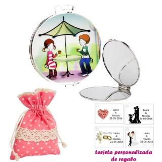 Espejo con sombrilla y niños, con bolsa de lunares de color rosa, y tarjeta personalizada