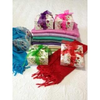 Pashmina + caja decorada . Surtido colores según foto.