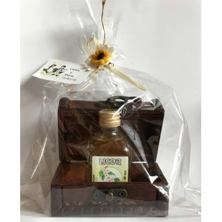 Baúl + botella de licor + bolsa + tarjeta personalizada